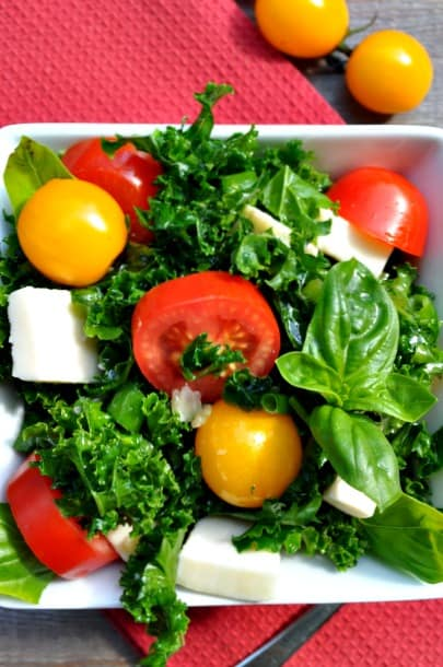 Kale Caprese Salad with Fresh Mozzarella |www.flavourandsavour.com #kalesalad #caprese #freshmozza