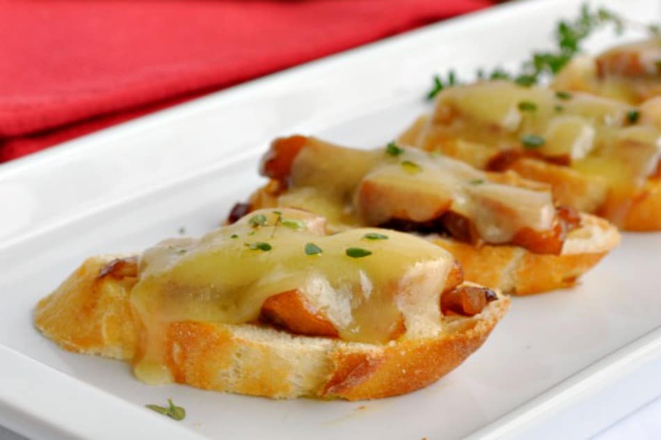 Caramelized Onion, Apple and Cheese Crostini . An easy make-ahead appetizer. www.flavourandsavour.com