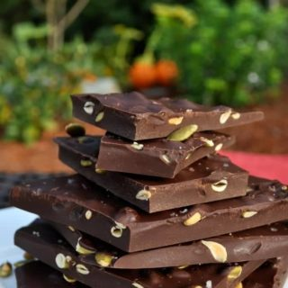 Salted Dark Chocolate with Pumpkin Seeds |www.flavourandsavour.com #hostessgift #thanksgiving