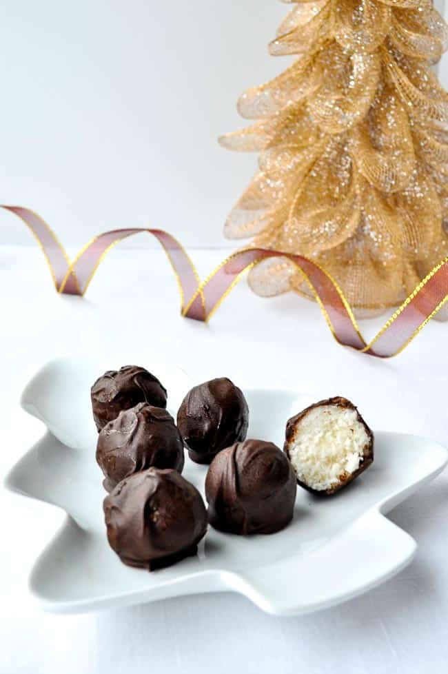 These Chocolate Coconut Snowballs are just as delicious as my Roasted Almond Chocolate Truffles! Gluten-free and dairy-free. Cuteness factor of 10/10! |www.flavourandsavour.com