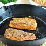 Fennel-Crusted Salmon |www.flavourandsavour.com #salmon #fennel #easydinner