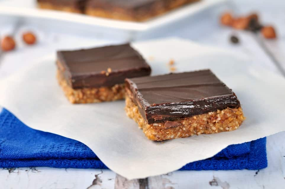 Chocolate Hazelnut Almond Butter Bars. Grain-free, dairy-free indulgence. |www.flavourandsavour.com