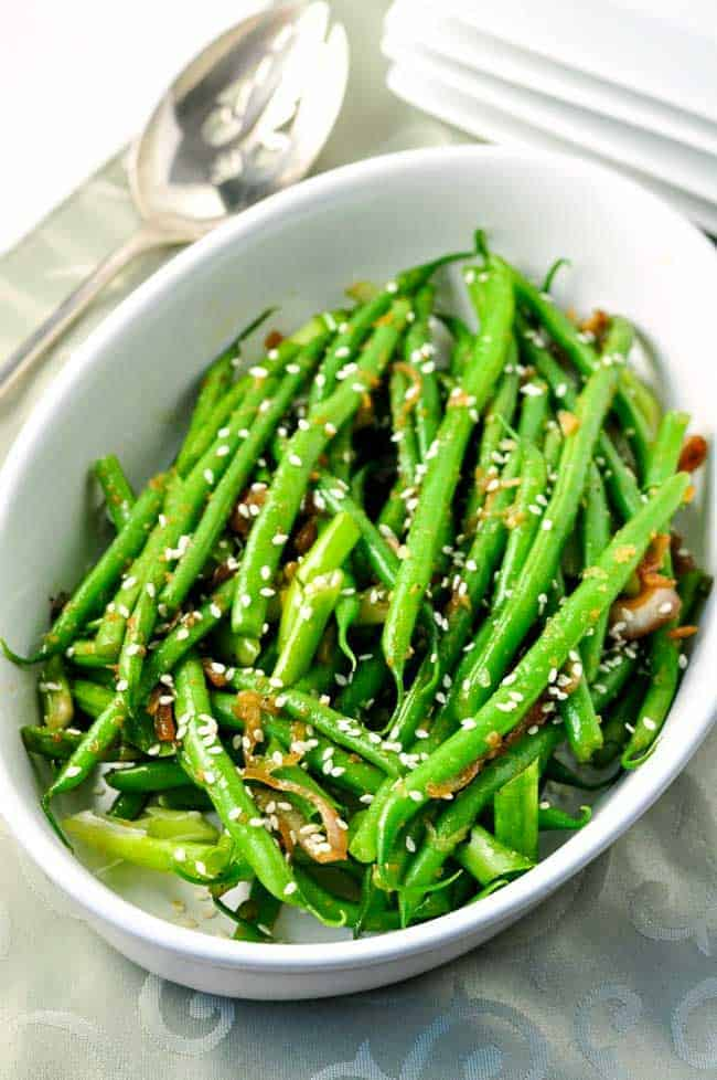 Sesame Ginger Green Beans. Quick and easy spicy holiday side dish flavoured with ginger, garlic and jalapeño! Just one of Flavour and Savour's collection of gluten free holiday side dishes.|www.flavourandsavour.com