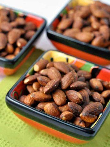 Spanish Spiced Almonds. A traditional tapa of salty, smoky almonds. |www.flavourandsavour.com