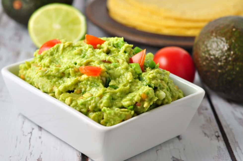 Quick Chunky Guacamole. Takes 5 minutes to make. |flavourandsavour.com