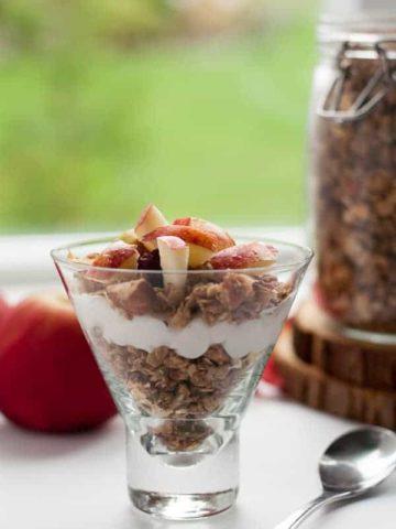 How to Make Apple Cinnamon Granola.  www.flavourandsavour.com