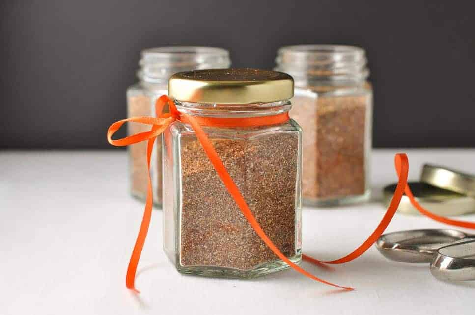 Homemade Taco Seasoning Mix. Make your own with no additives! |www.flavourandsavour.com