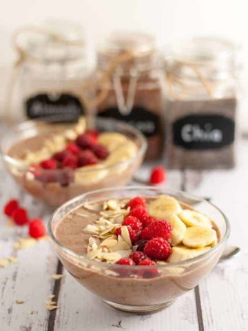Mocha Almond Smoothie Bowl. A healthy breakfast in a bowl with a secret ingredient! |www.flavourandsavour.com