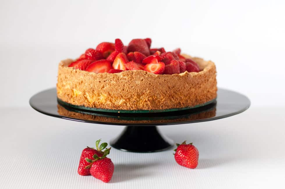 Gluten-Free Lemon Almond Cake with Strawberries |www.flavourandsavour.com