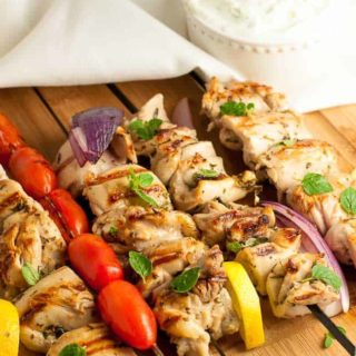 Easy Greek Lemon Chicken Kabobs with Tzatziki Sauce. Succelent juicy chicken marinated in a Meditteranean marinade of lemon and herbs. Perfect for grilling year round. |www.flavourandsavour.com