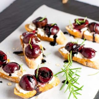 Roasted Cherry Goat Cheese Crostini with Honey and Balsamic Drizzle. Fabulous! Easy 2-bite appetizer |www.flavourandsavour.com