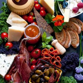 How to Make an Antipasto Platter. 6 Tips to make a fabulous antipasto platter that everyone will love. |www.flavourandsavour.com