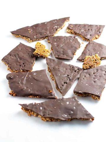 Healthy Quinoa Chocolate Bark, packed full of superfoods like quinoa, chia, hemp, and pepitas! |www.flavourandsavour.com