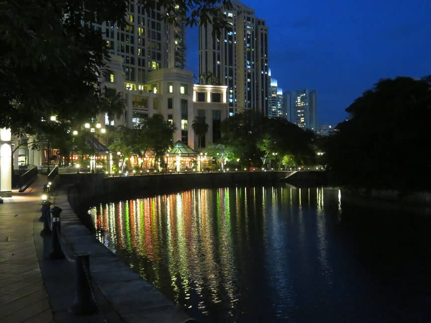 Two Days in Singapore: Must-See Activiites. River walk at night.