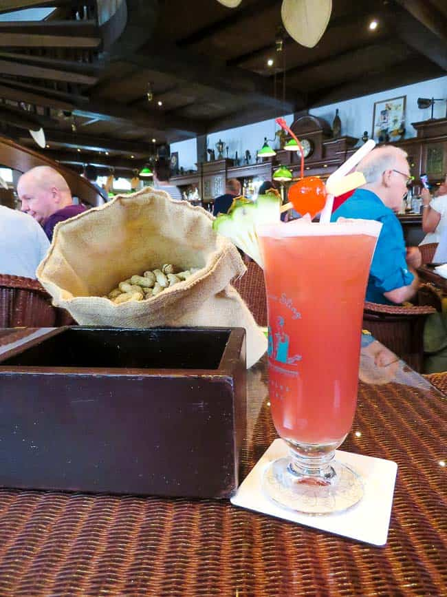 Two Days in Singapore: Must-See Activiites. Singapore Sling