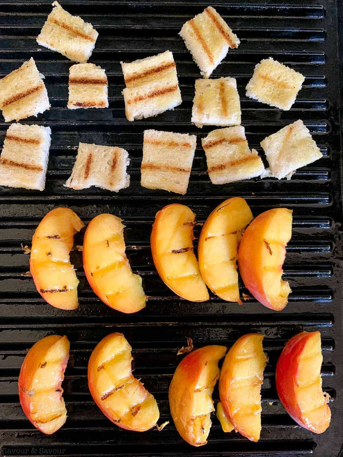 Grilling peaches and croutons