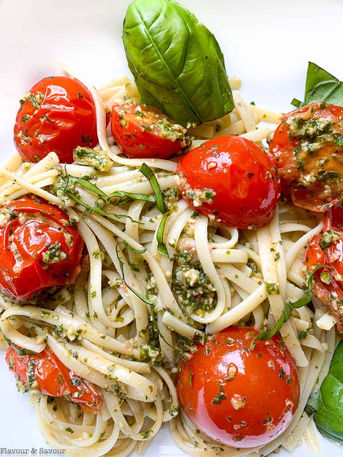 Linguini with pesto and tomatoes